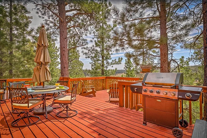 This cabin rental in Utah is equipped with a gorgeous outdoor deck with a gas grill.