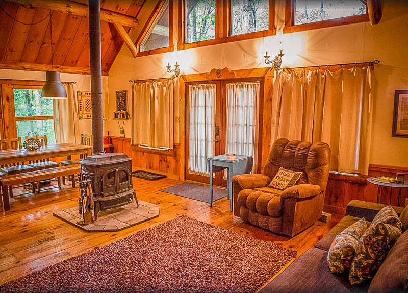 This home is among the coolest cabin rentals in Ohio with hot tubs.
