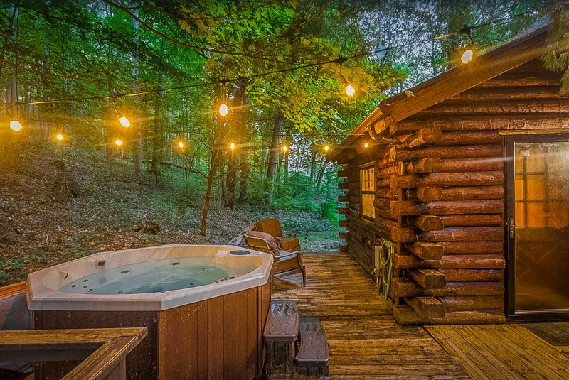 A unique Nashville Indiana cabin with hot tub