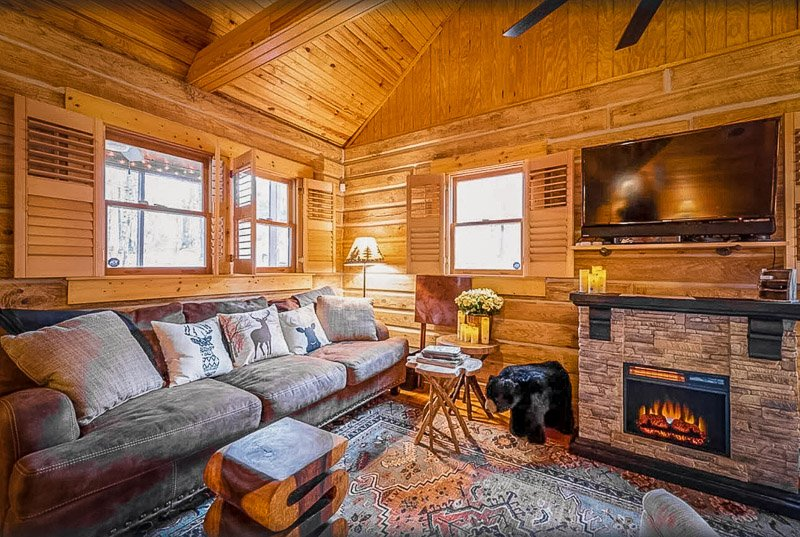 Lodge-style cabin for rent in Indiana with top-notch amenities