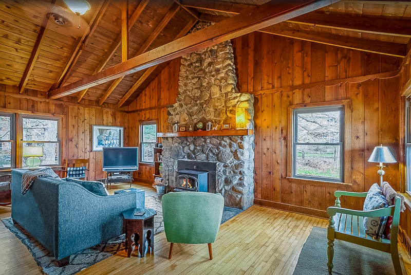 This Indiana cabin rental truly has it all