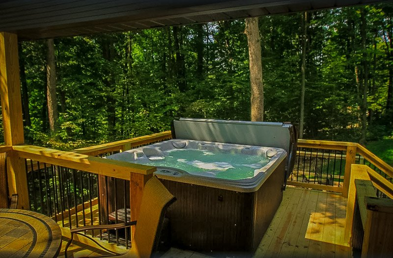 This OH cabin to rent has it all