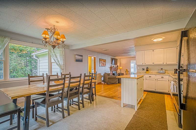 Maine lake vacation rentals don't get any better than this cute cottage