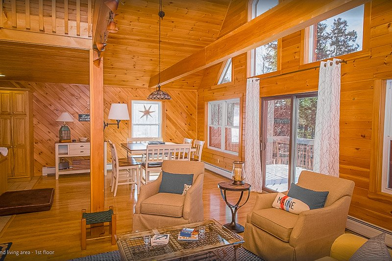 A lakefront house for rent in Maine like no other
