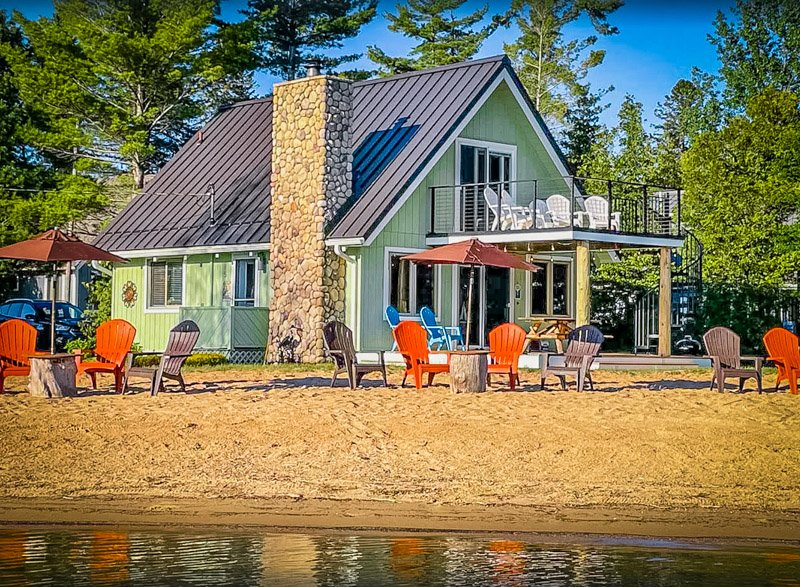 One of the best Michigan lake houses for rent