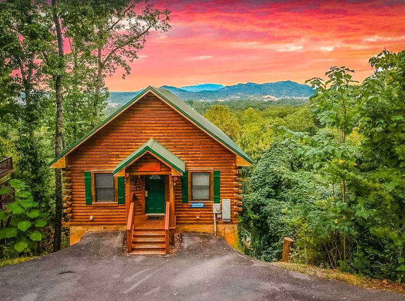 A cozy two-bedroom Pigeon Forge cabin for rent.