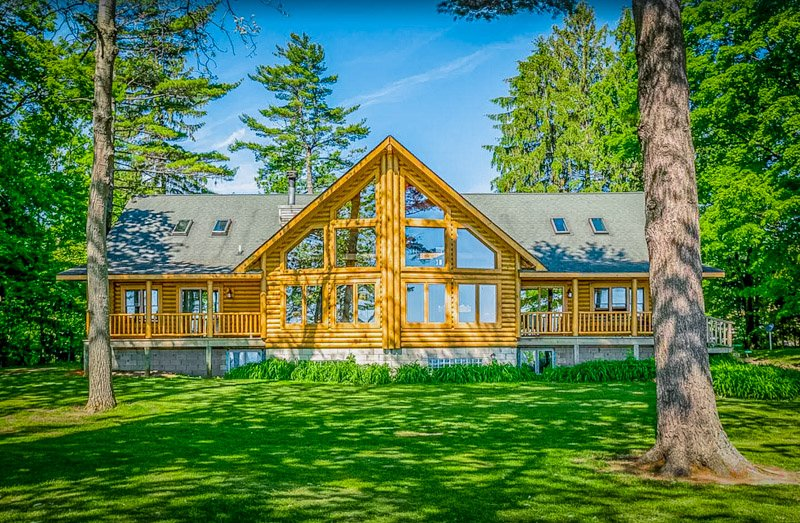 Front view of a log cabin-style Michigan lake house rental
