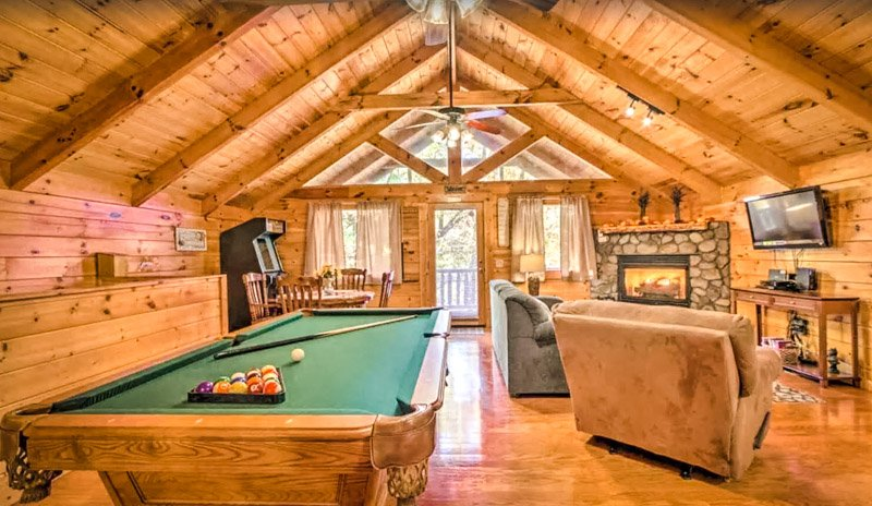 Fun and games are never far away in this Pigeon Forge vacation cabin.