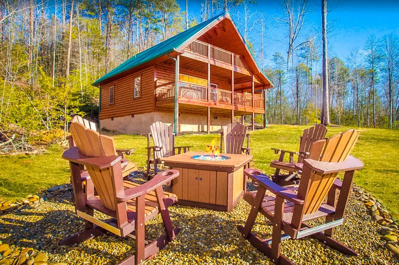 A cabin rental in Pigeon Forge that's great for groups.