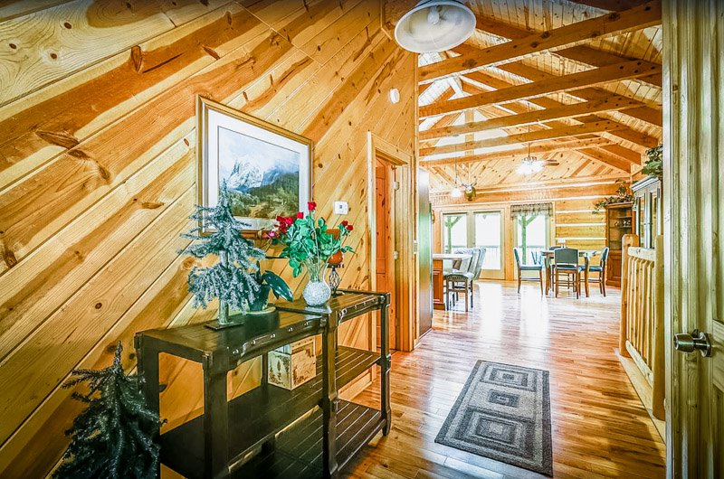 This rental cabin in Pigeon Forge boasts tasteful decor.
