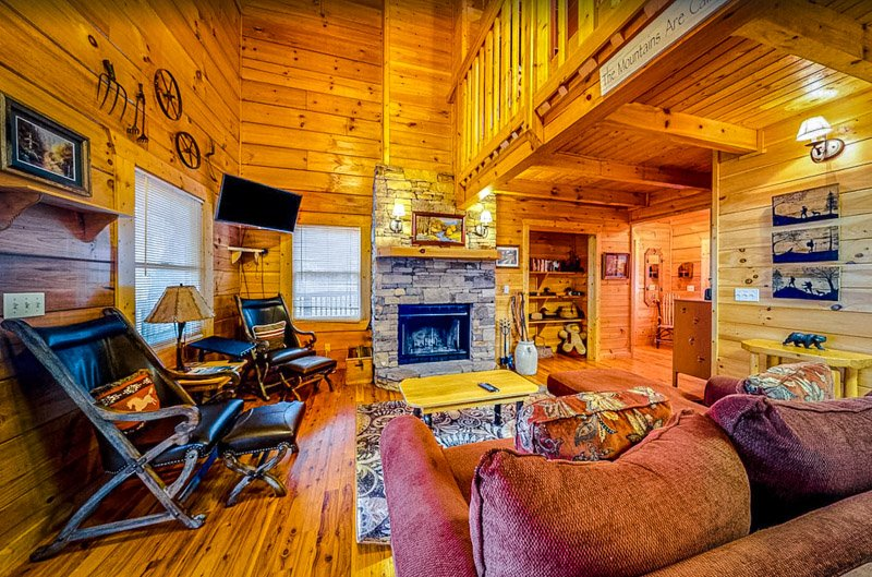 There's plenty of room to unwind in this Pigeon Forge cabin.