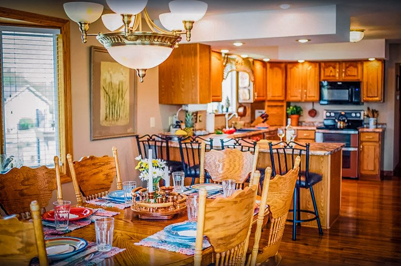 The kitchen and dining room come with everything you need for a fun vacation